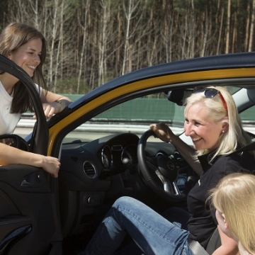 Immagine di Ladies Training: Fahrsicherheits Training von Frauen für Frauen
